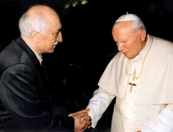 Fetullah Gullen with Pope John Paul II