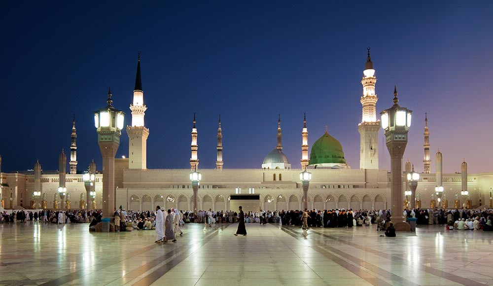 pilgrims at the Green Dome