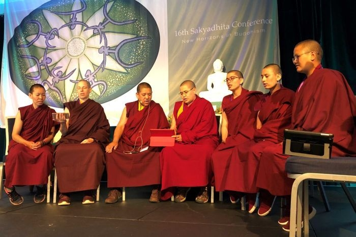 Tibetan Nuns chanting