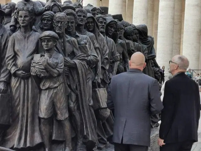 Sculptor Timothy Schmalz explains statue to Pope Francis