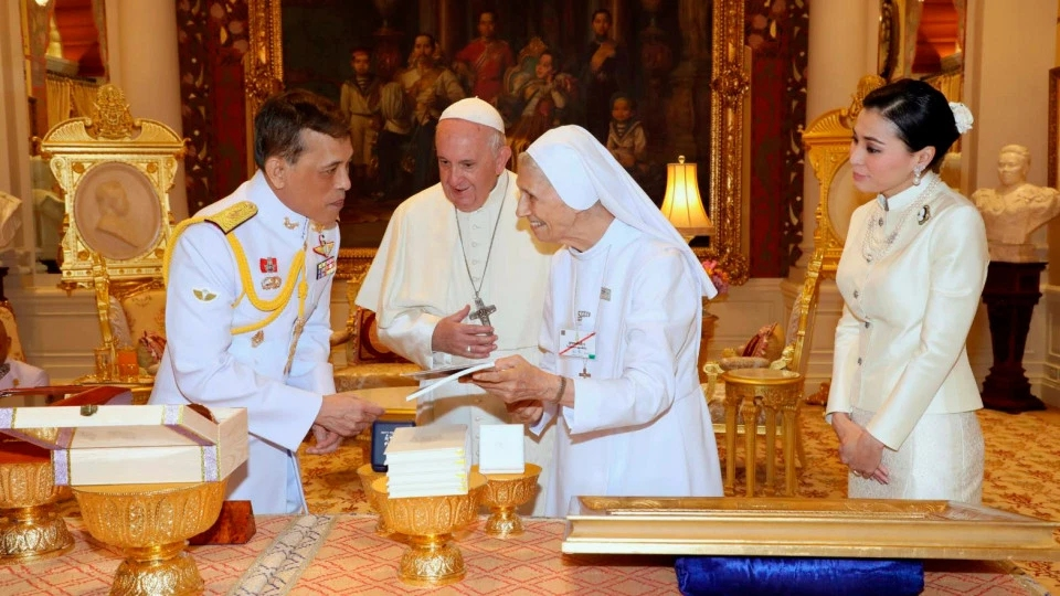 Sister Ana Sivori with the King of Thailand - translating for Pope Francis