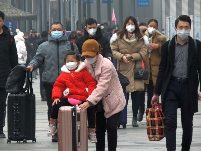 face masks on travellers