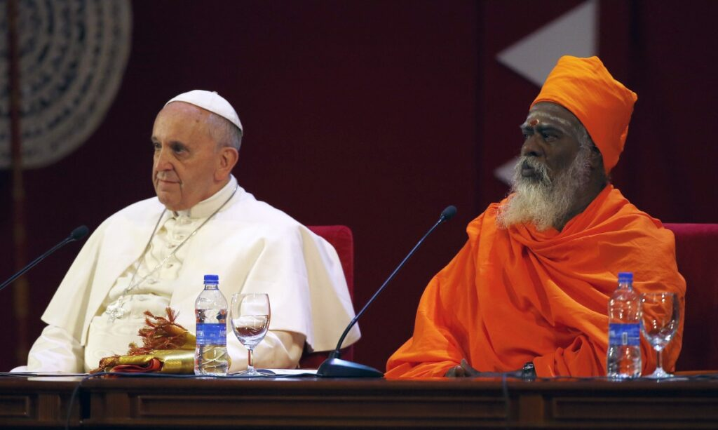 Pope Francis with Hindu leader Siva Sri T. Mahadeva in Sri Lanka